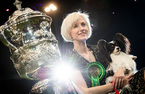 2019 Crufts winner with trophy